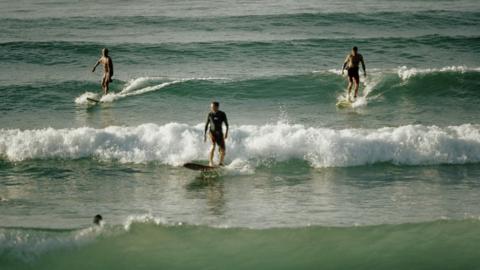 Das solltest du bei der Auswahl deiner Surfschule unbedingt beachten