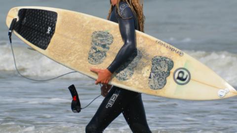 Neues Surfboard? So wachst du es richtig!