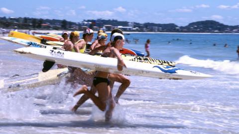 Im vollen Line-Up Surfen
