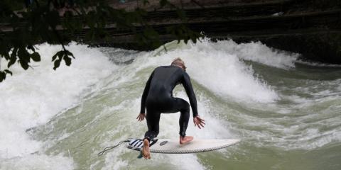 Surfen im Münchner Eisbach