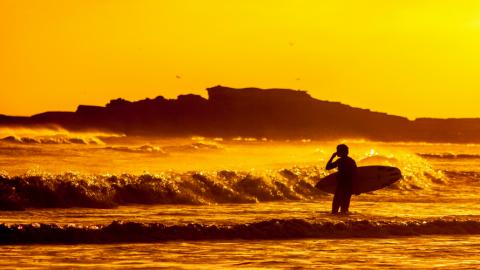 Die besten Surfcamps für Singles und Alleinreisende