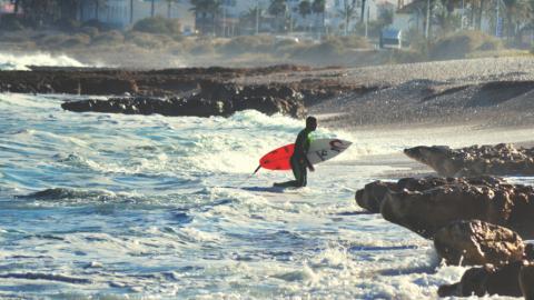 Im Herbst auf Wellenjagd – Hier surfst du am besten