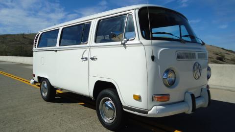 Surftrips mit einem gemieteten VW Bus
